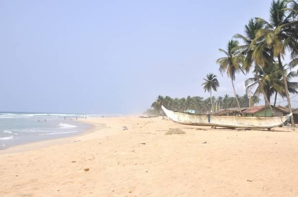Plage d'Assinie, Côte d'Ivoire Plage d'Assinie, Côte d'Ivoire côte d'ivoire stock pictures, royalty-free photos & images