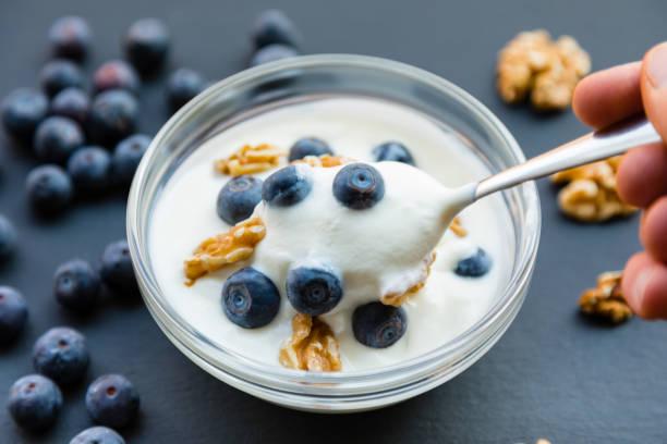 sữa chua nguyên chất siêu tốt cho sức khỏe - yogurt hình ảnh sẵn có, bức ảnh & hình ảnh trả phí bản quyền một lần