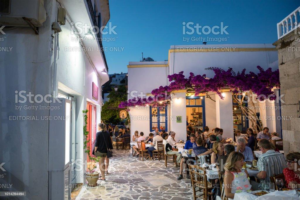 Plaka-Dorf mit Geschäften und Restaurants – Foto
