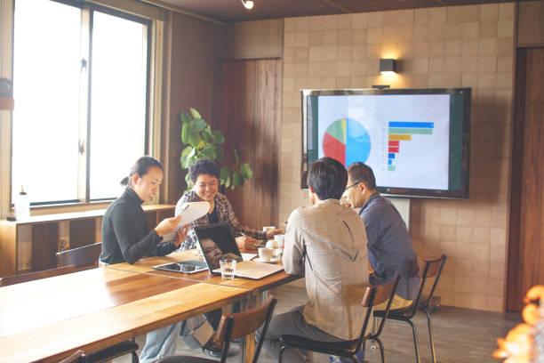 日本のオフィスでのプロジェクトのための計画 - オフィス家具 ストックフォトと画像