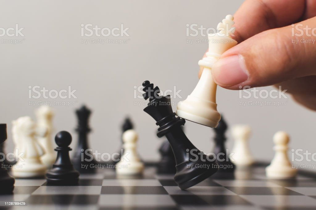 Plan leading strategy of successful business competition leader concept, Hand of player chess board game putting white pawn, Copy space for your text - Royalty-free Antecipação Foto de stock