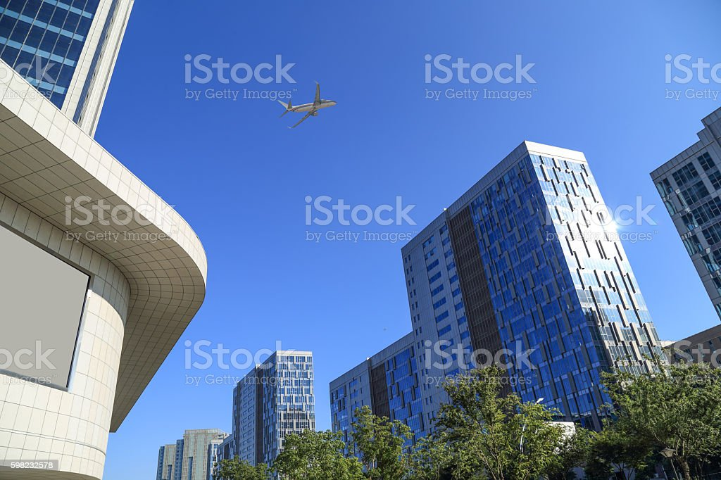 plane flew over the modern city's financial district foto royalty-free
