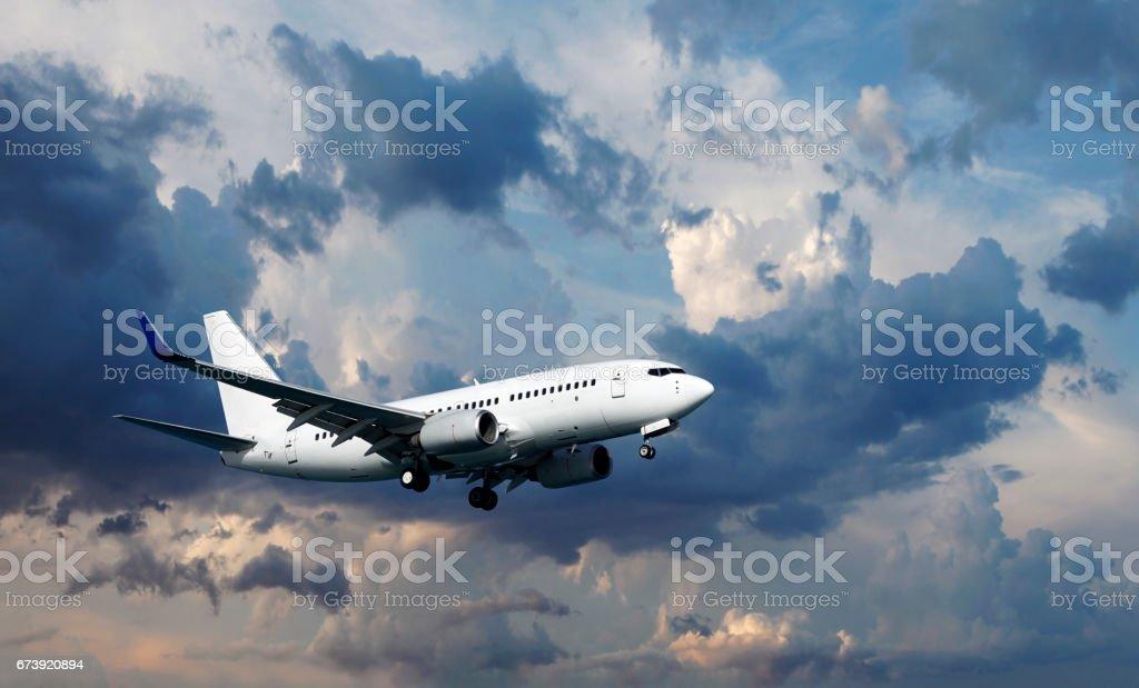Flugzeug am Himmel – Foto