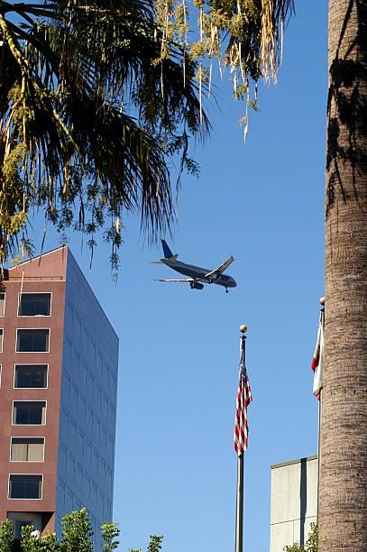 flugzeug landung in san josé - mark tantrum stock-fotos und bilder