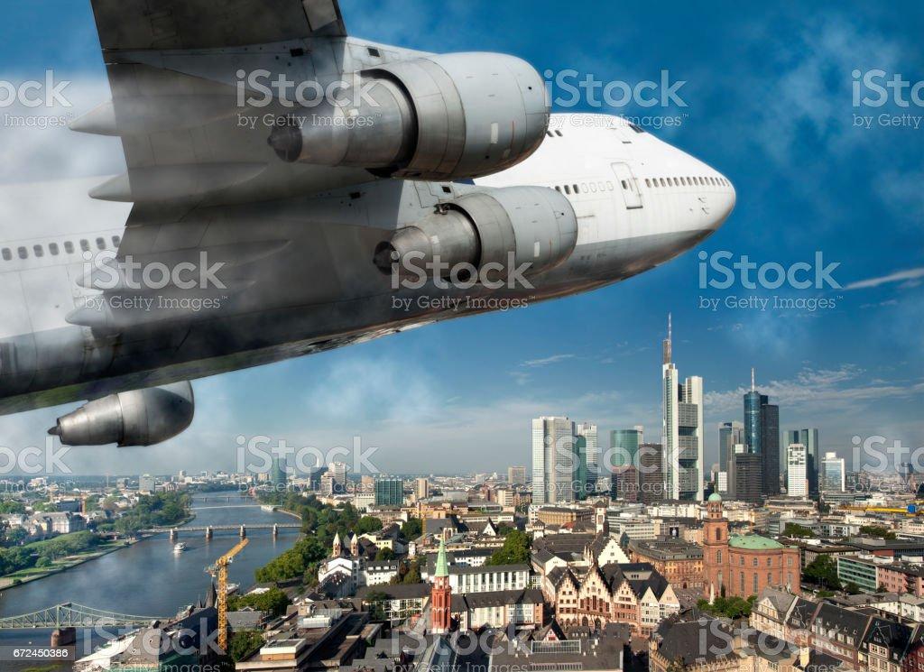 Flugzeug über Frankfurt stock photo