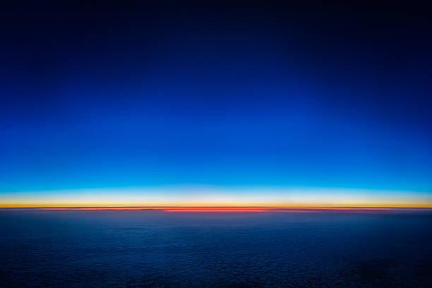 planet 地球 - 夜明け ストックフォトと画像