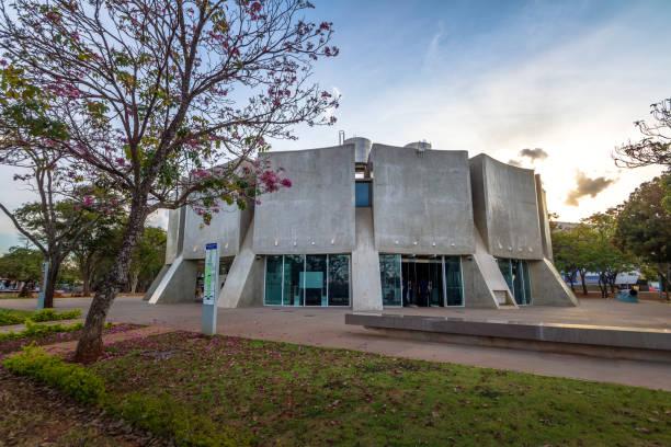 planetarium - brasilia, distrito federal, brasilien - universum city kinos stock-fotos und bilder