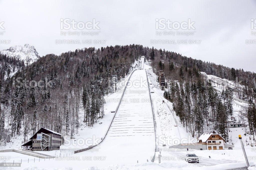 Planica, Slowenien - 18. Oktober 2017 - der Bau von Planica Nordic center mit Schanzen. Planica ist berühmt Skispringen Veranstaltungsort mit Flying Hügel von Gori Ek Brüder. - Lizenzfrei Alpen Stock-Foto