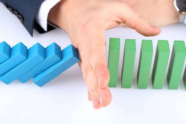 Planung, Risiko und Strategie für Geschäftsreisende. Der Domino-Effekt – Foto