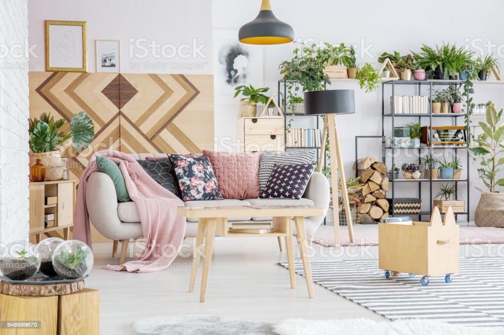 Pflanzen Im Wohnzimmer Stockfoto und mehr Bilder von Blumenmuster ...