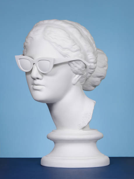 plaster head wearing sunglasses - statua foto e immagini stock