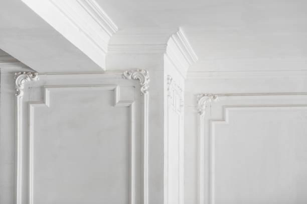 moldeado del yeso en la sala de - característica arquitectónica fotografías e imágenes de stock