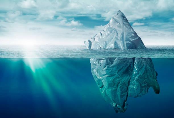 Plastiktüte Umweltverschmutzung mit Eisberg Müll – Foto