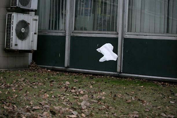 plastiktüte - windbeutel stock-fotos und bilder