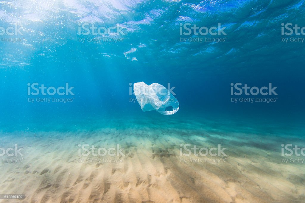 Plastic bag pollution in ocean - foto de acervo