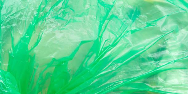 plastiktüte mit müll. struktur im wind - windbeutel stock-fotos und bilder