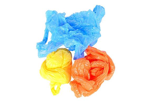 sac plastique isolé sur fond blanc - sac en plastique photos et images de collection