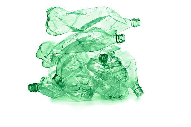 Reciclaje de botellas de plástico - foto de stock