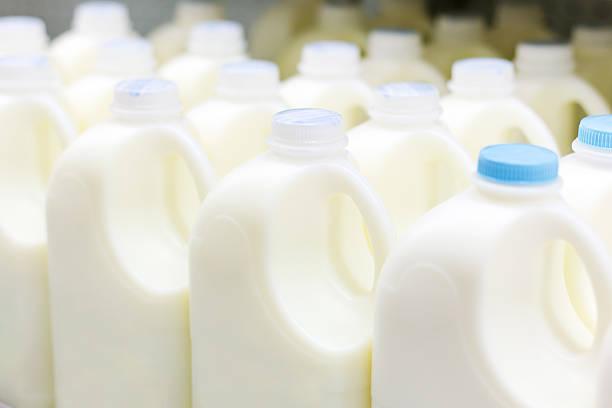 latte materno - prodotti supermercato foto e immagini stock