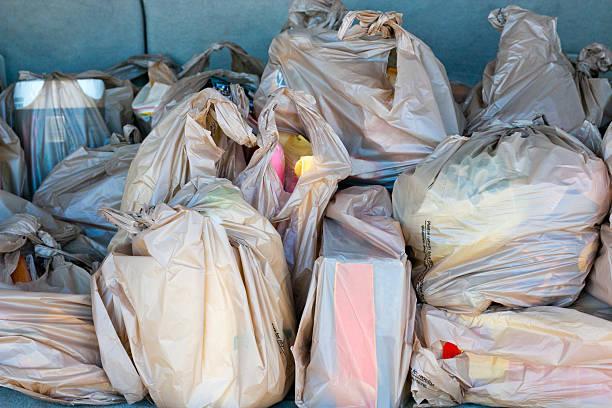 plastic grocery bags - sac en plastique photos et images de collection