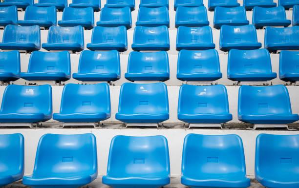 assento plástico com assento plástico azul - banco assento - fotografias e filmes do acervo