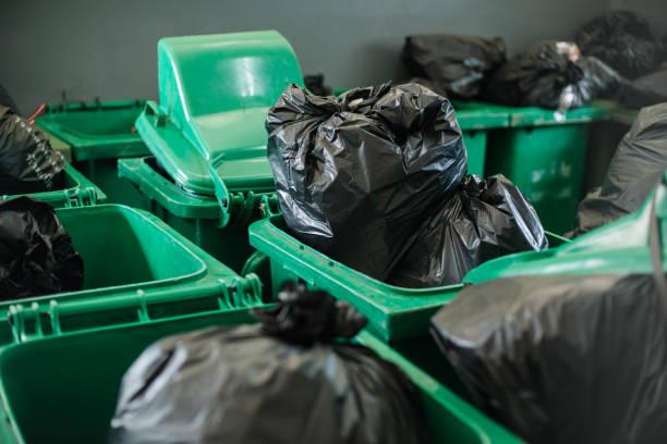 Lixo plástico no hospital, lixo hospitalar. - foto de acervo