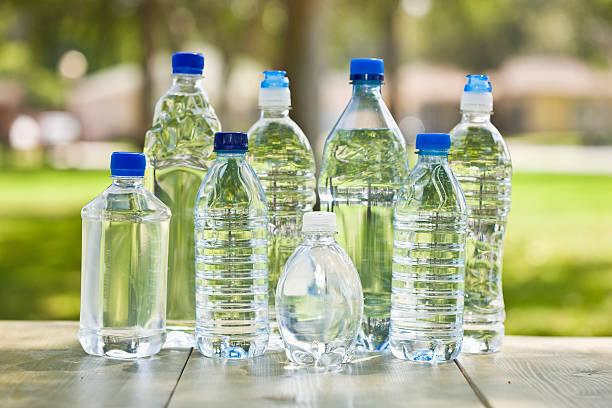 Plástico botellas de agua - foto de stock