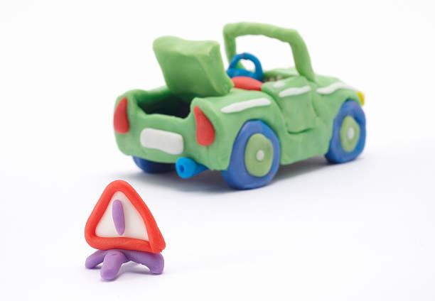 plasticine auto mit warnung dreieck - hajohoos stock-fotos und bilder