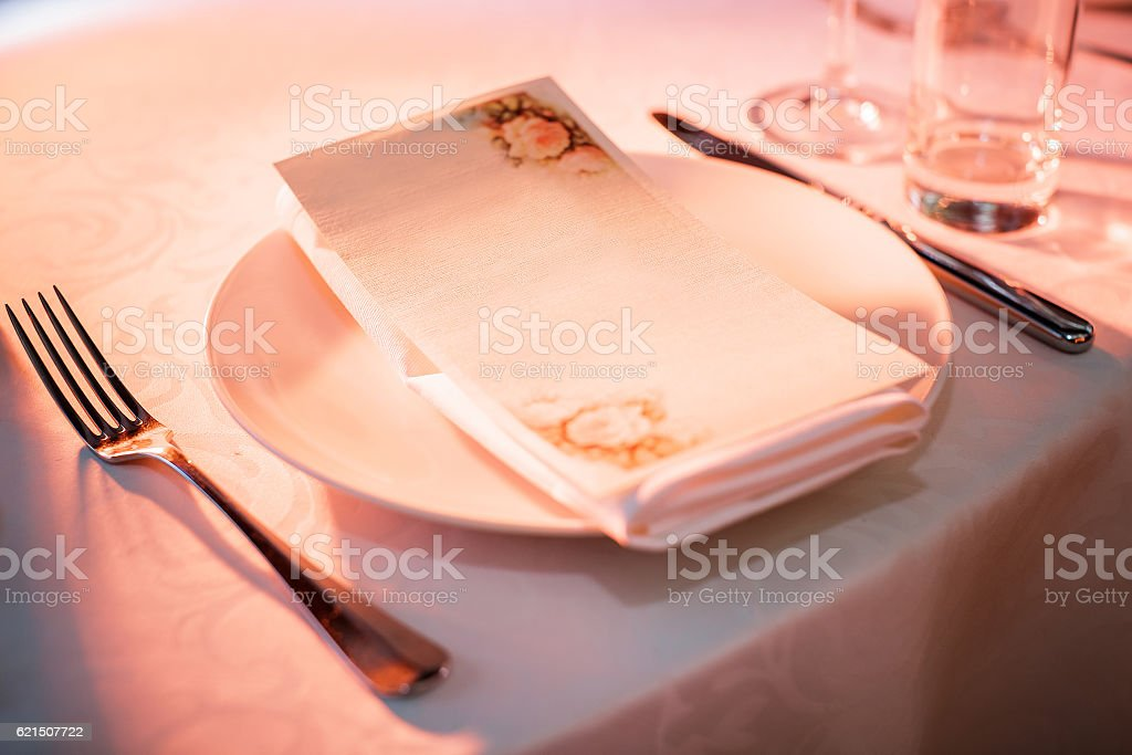 plate and Cutlery on the table in restaurant photo libre de droits
