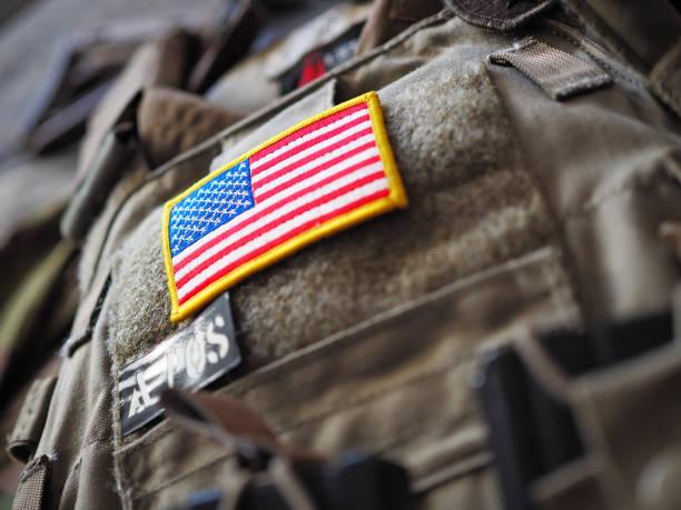 plate carrier with usa flag patch shallow depth of field - militäruniform stock-fotos und bilder