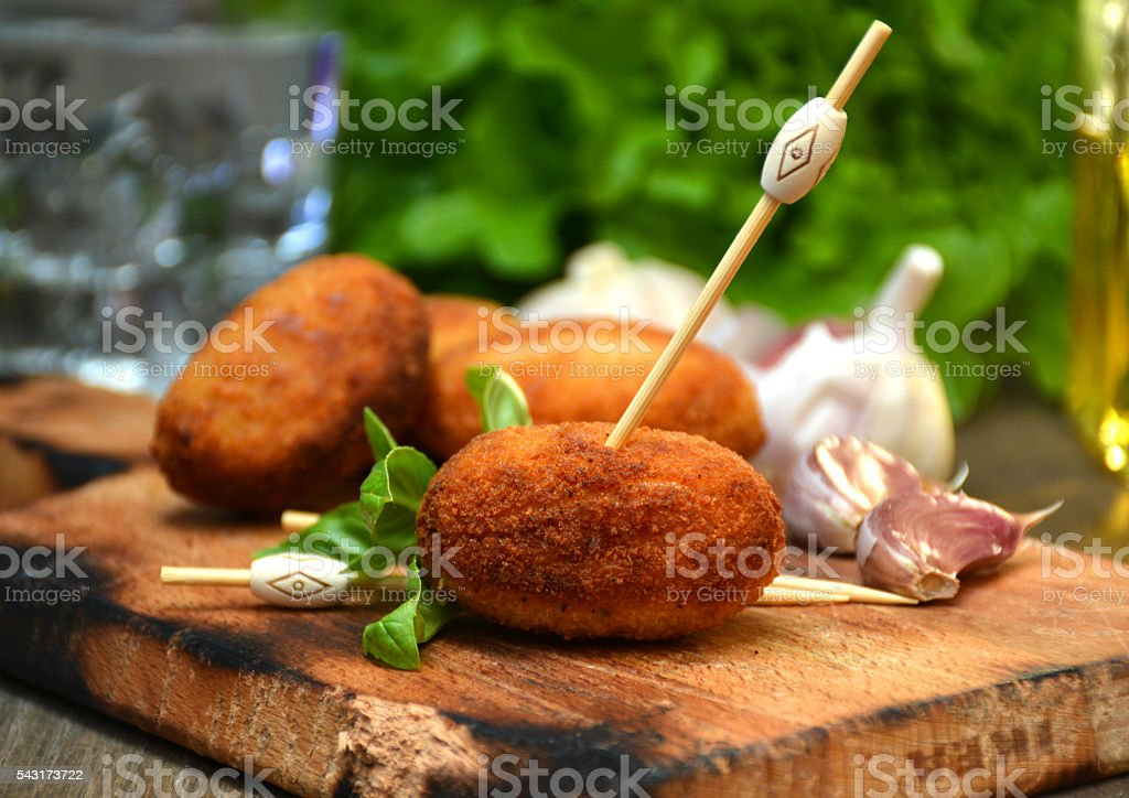 plate full of home-made croquettes of ham​​​ foto
