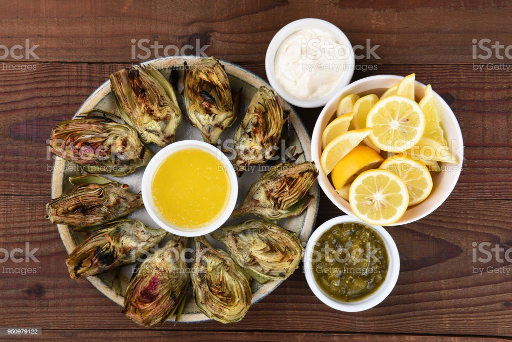 Plate of Grilled Artichokes - foto stock