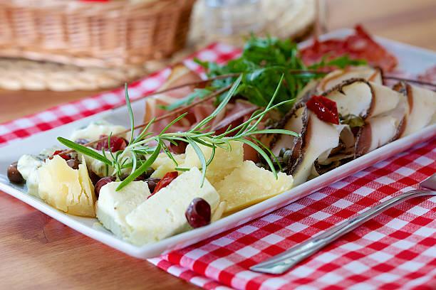 piatto di antipasti italiani - bresaola foto e immagini stock