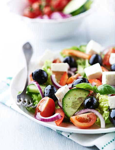 Mittelmeer-Salat mit feta und Oliven – Foto