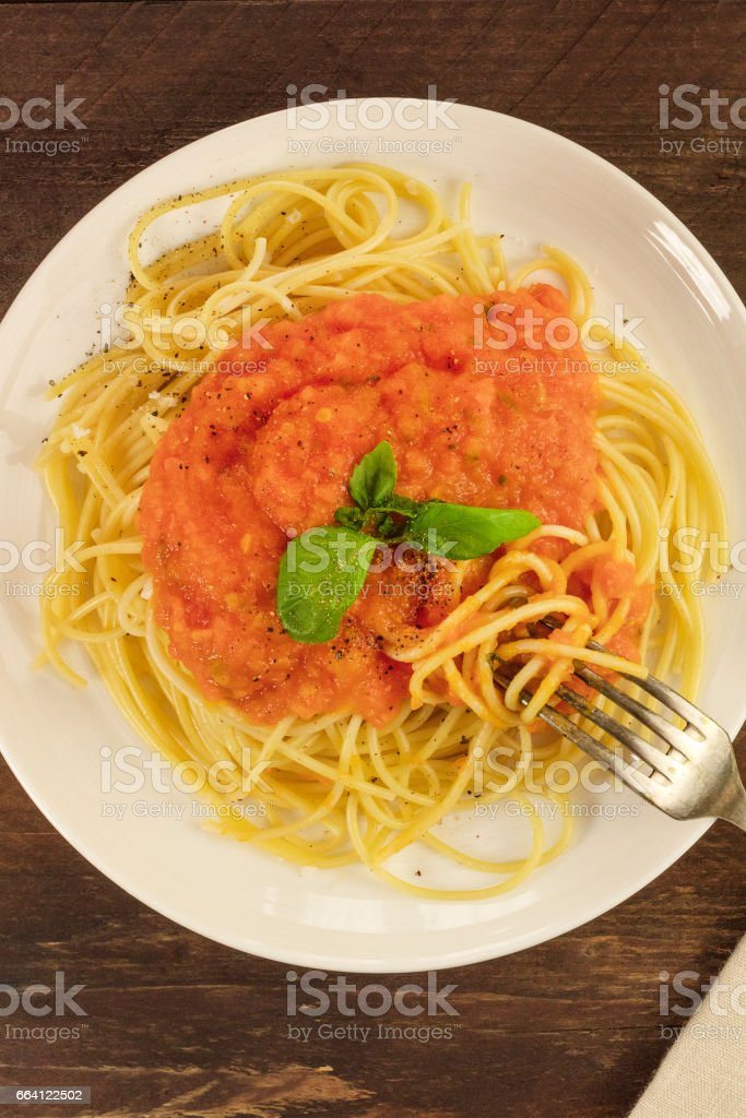 Plate of spaghetti with tomato sauce and copyspace foto stock royalty-free