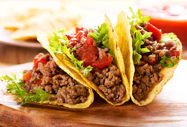 piatto di tacos - taco foto e immagini stock