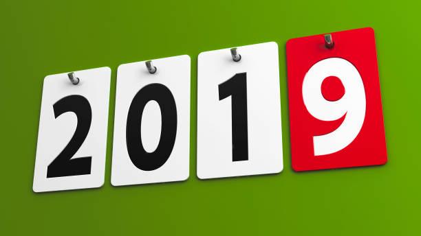 platten-2019 auf grüne wand - sprüche kalender stock-fotos und bilder