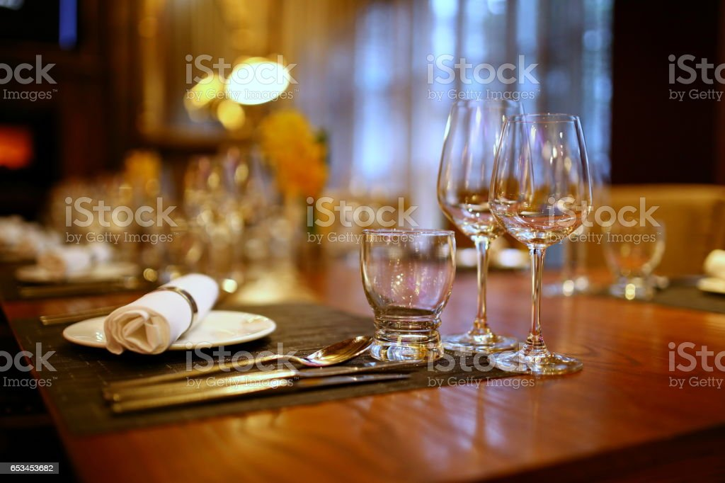 Plates and Glasses on the table in the restaurant - foto de acervo