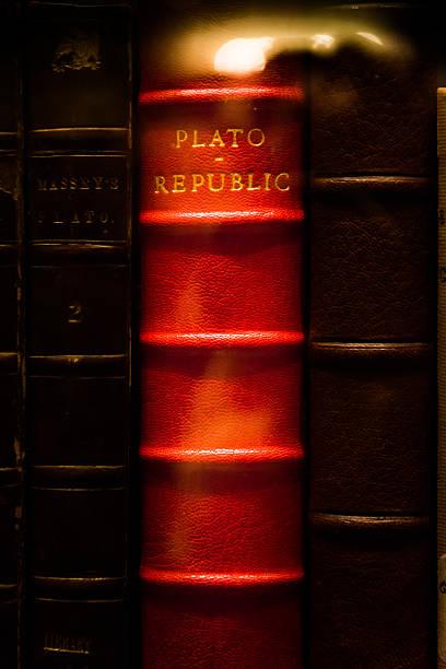 Plato Republic Leather Bound Book Bright Red Library Glass Case – Foto