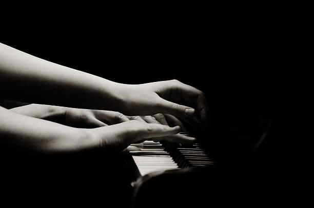 Spielen Klavier – Foto