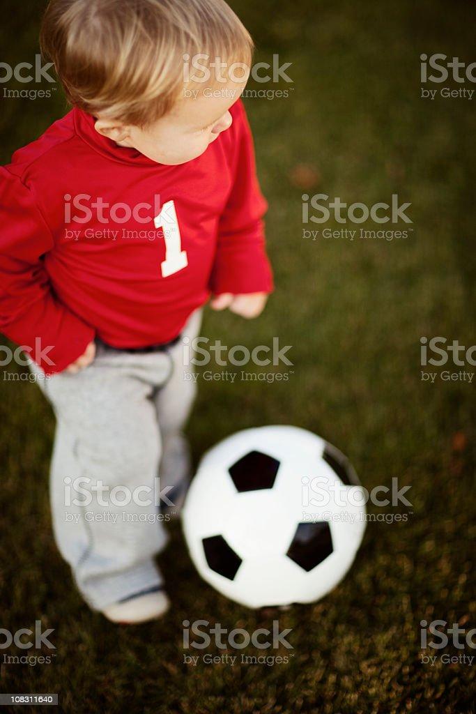 Jugar al fútbol. - foto de stock