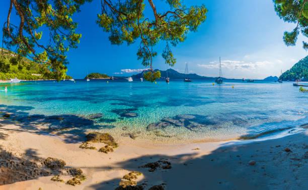 playa de formentor, palma mallorca - white background стоковые фото и изображения