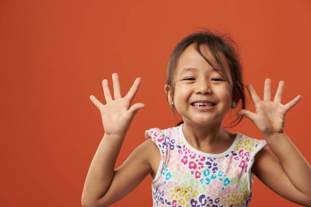 Verspielte asiatische Mädchen Porträt – Foto