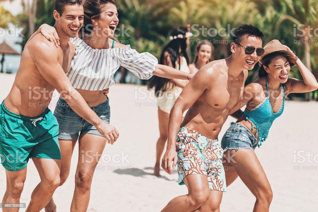 Speelse zomer - Royalty-free Aziatische en Indiase etniciteit Stockfoto
