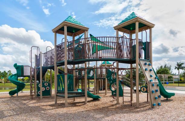 Spielplatz mit Rutsche und Klettergerüst, FLorida – Foto