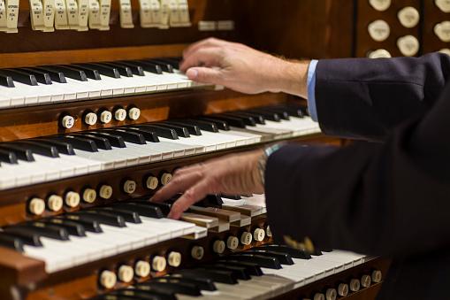 Playing a Pipe Organ
