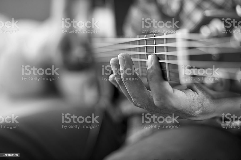 playing acoustic guitar, barre chord,selective focus,black and w Lizenzfreies stock-foto