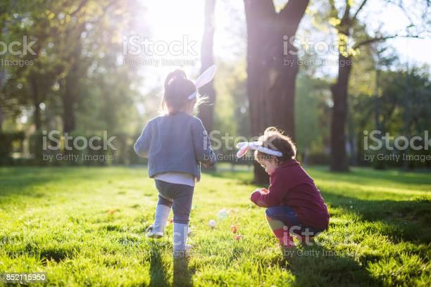 Playing at easter time in the park picture id852115950?b=1&k=6&m=852115950&s=612x612&h=plslfaq3mv9ms0hxq5bacfc9xwgyifzxnlmcijgnbro=
