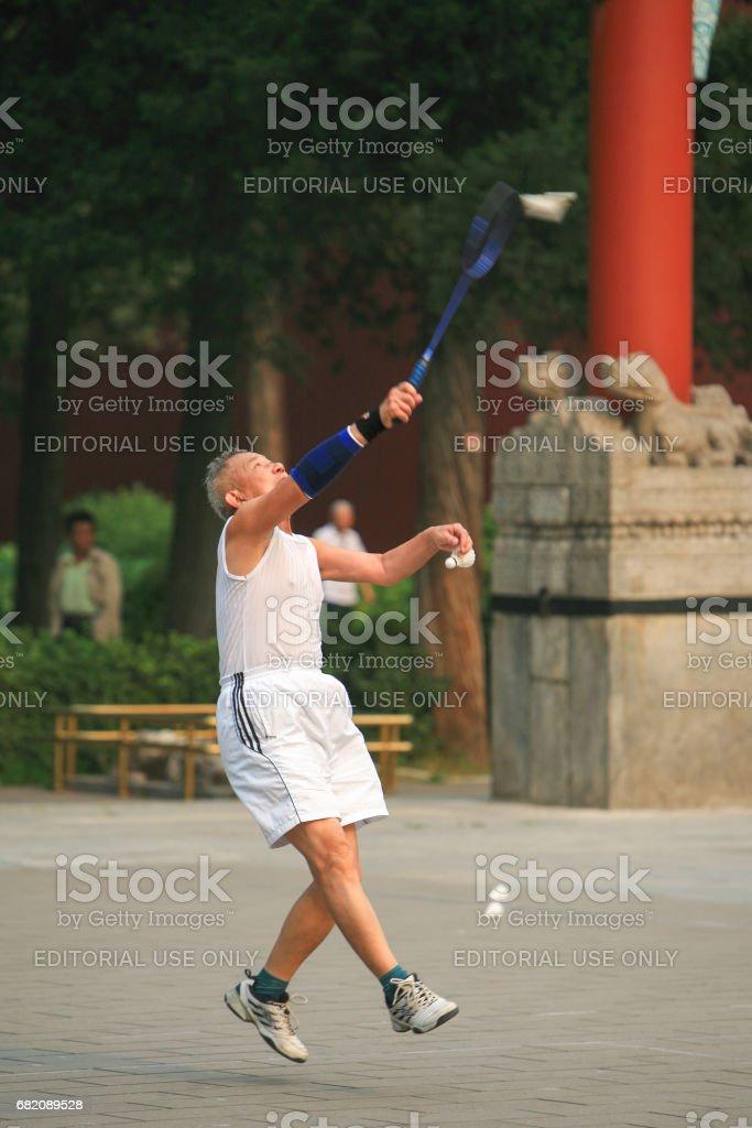 Jouer au badminton dans un parc de Beijing, Chine - Photo