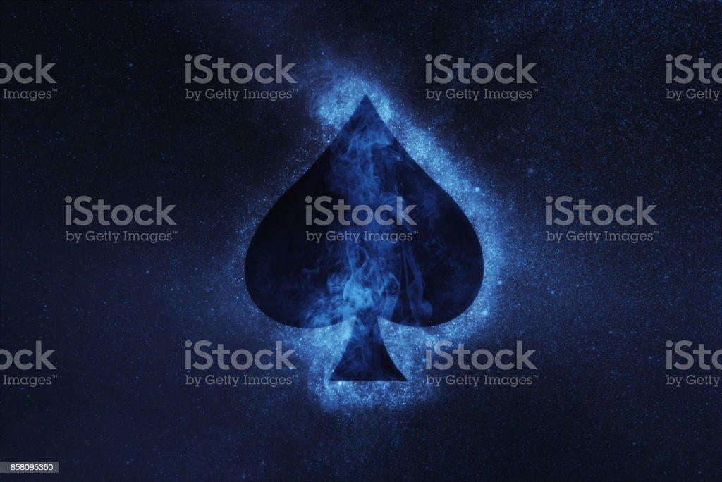Spielkarte. Pik-Symbol. Abstrakte Nacht Himmelshintergrund – Foto